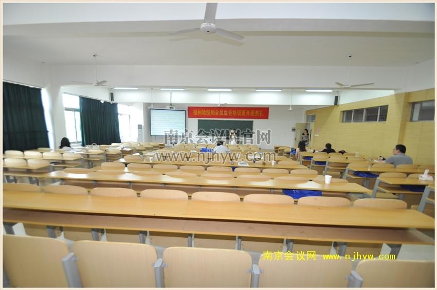 课桌式教室