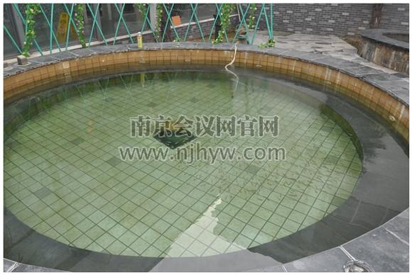 露天鱼疗温泉